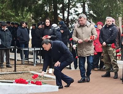 В поселке Авангард состоялась церемонии захоронения останков советских солдат
